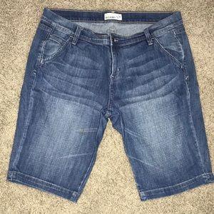 Old Navy Women's Bermuda Denim/Jean Shorts Size 14
